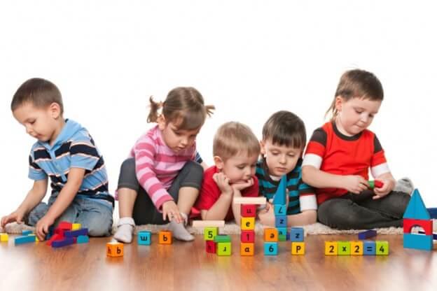 وسائل تعليمية للأطفال على هيئة ألعاب