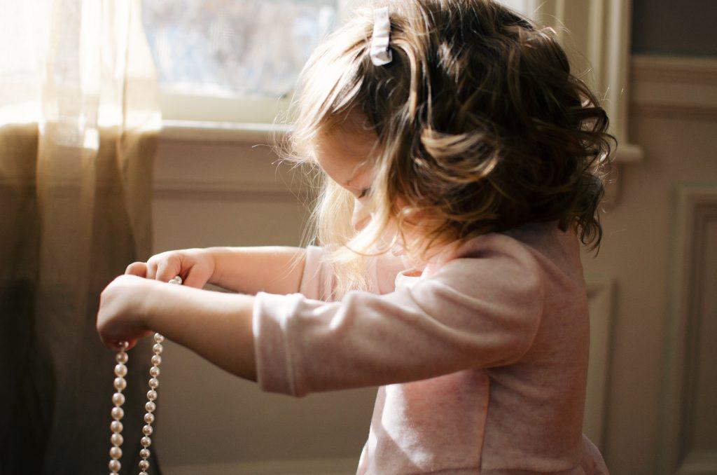طفلة صغيرة